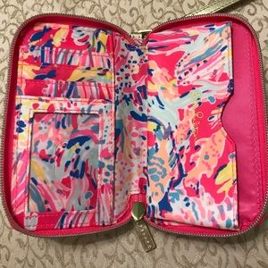 Lilly Pulitzer Bags - Lilly Pulitzer wristlet/phone case